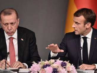 """Erdogan noemt Macron """"hersendood"""", Frankrijk voelt zich beledigd"""