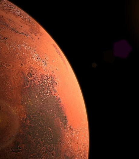 Des lacs salés découverts sous la glace sur Mars