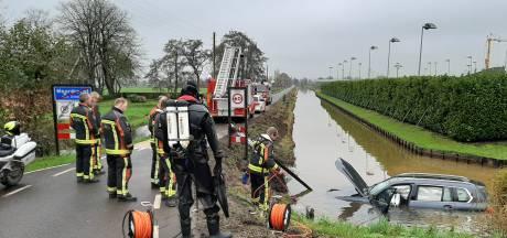 Auto te water in Moordrecht, bestuurder gewond