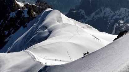 Nederlandse skiër off-piste meegesleurd door lawine in Franse Alpen, zijn zoon kan hem niet meer redden