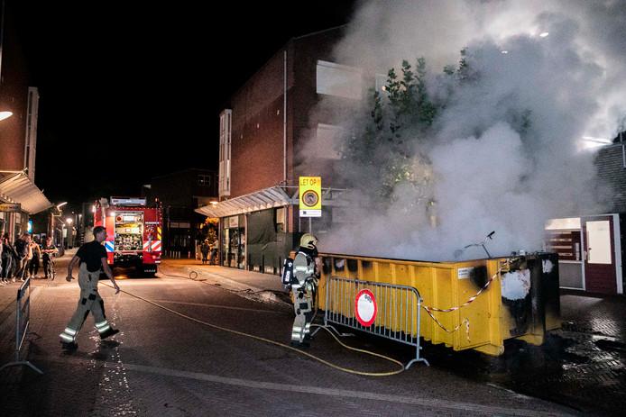 Toen de brandweer aankwam stond de volledige container met afval al in de brand.
