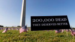 """""""Dit viel te voorkomen"""": 20.000 vlaggen herdenken 200.000 Amerikaanse coronadoden"""