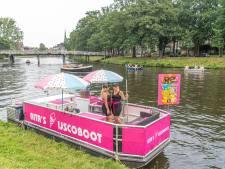 De ijscoboot van Rita is mateloos populair in de Zwolse stadsgracht