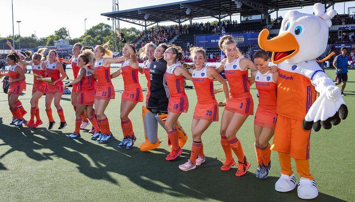De Nederlandse hockeysters na afloop van de Pro League-finale met Australië.