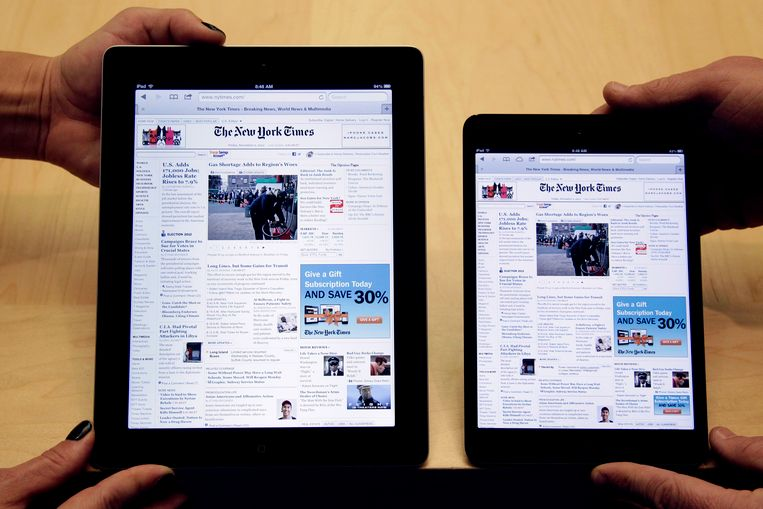 Links een exemplaar uit de vierde generatie van de iPad, rechts de iPad Mini Beeld ap