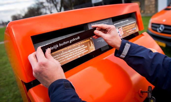 Postnl sluit al enkele jaren brievenbussen af tijdens de jaarwisseling.