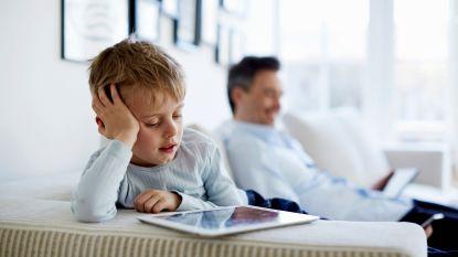 Je kind gekluisterd aan het scherm:  wanneer is trop te veel?