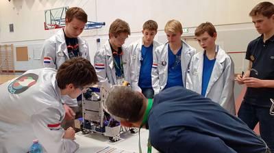 Zelfgebouwde robots vallen in de smaak, Newmancollege in Breda scoort bij First Tech Challenge