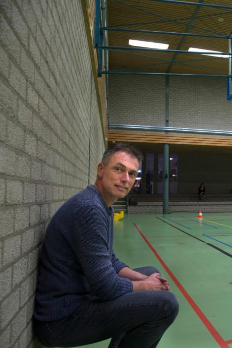 Clubs willen sporthal van deze tijd: 'Er knalt hier geregeld een basketballer tegen de muur'