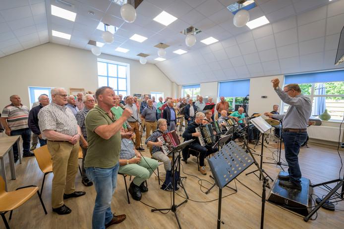 Shantykoor de Schuytenvaerders uit Tubbergen houdt zondag 16 juni een Shantyfestival op het Raadhuisplein in Tubbergen.