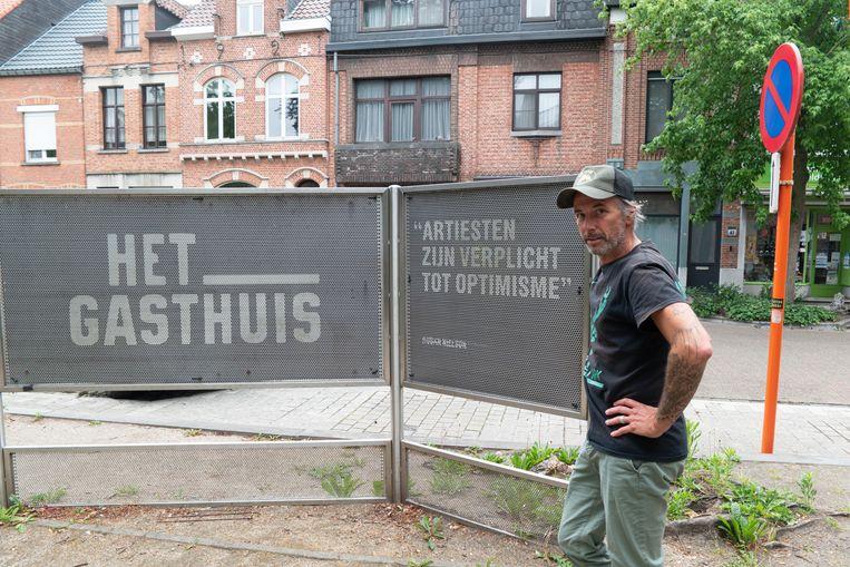 Kurt organiseert onder andere evenementen in CC Het Gasthuis, maar zit als tourmanager zonder werk in deze coronatijden.