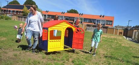 Petra bouwt zelf een speeltuin in Renkum (maar dat mag niet)