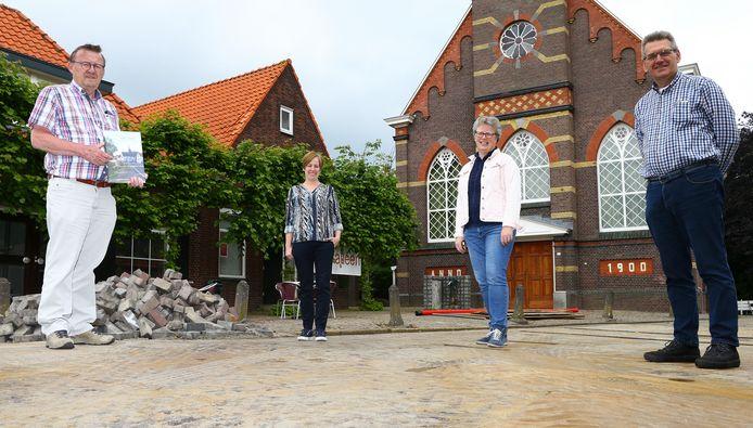Het organisatieteam van '800 jaar Schelluinen': Bert den Boer, Jeanette van Dijk, Anneke Bode en Adriaan Roest.