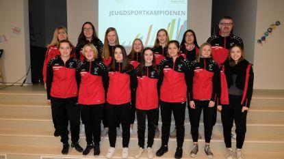 Voetbalmeisjes 'Red Girls' spelen periodekampioen