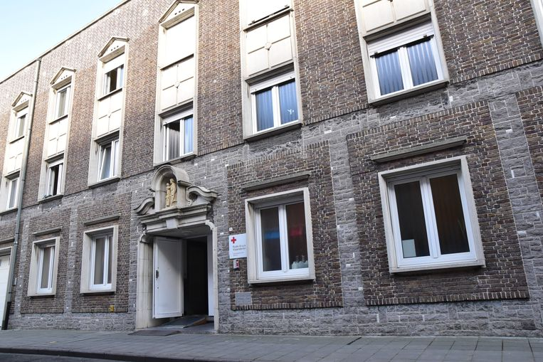 Het asielcentrum van het Rode Kruis in Menen.