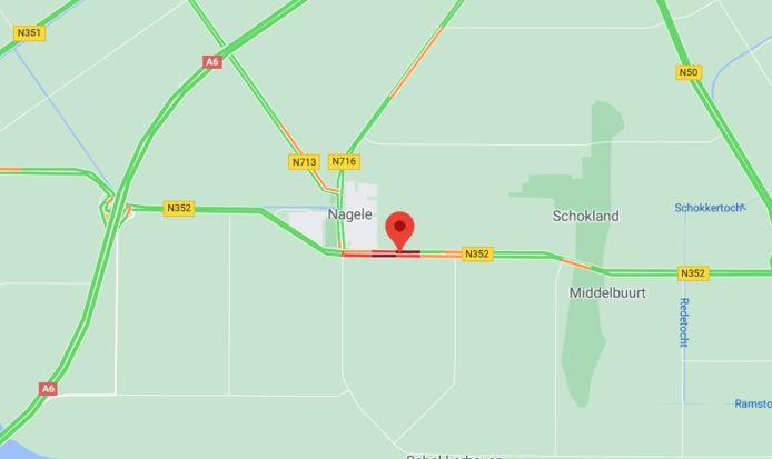 Het verkeer rond Nagele liep vast toen de N352 in beide richtingen werd afgesloten, kort na het ongeluk.