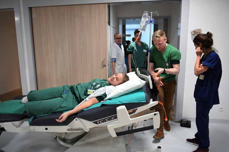 Het personeel van UZ Leuven oefent de verbeterde procedures in de nieuwe materniteit.