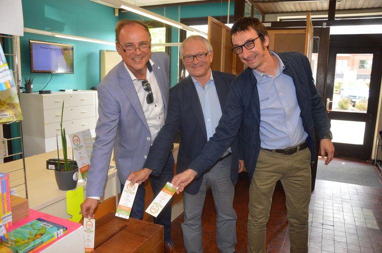Schepenen Jan De Nul, Alberic Sergooris en Jürgen Ruysseveldt brachten gisteren als eersten hun stem uit.