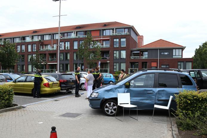 Bij het ongeluk raakten meerdere auto's beschadigd.