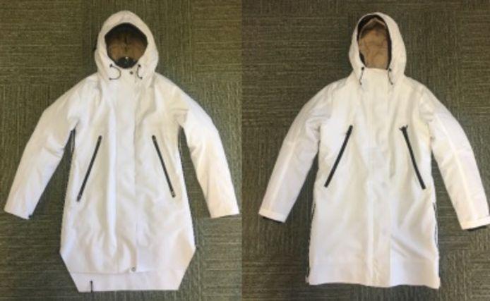 Links de jas van modemerk Krakatau, rechts het bijna identieke exemplaar van The Sting.