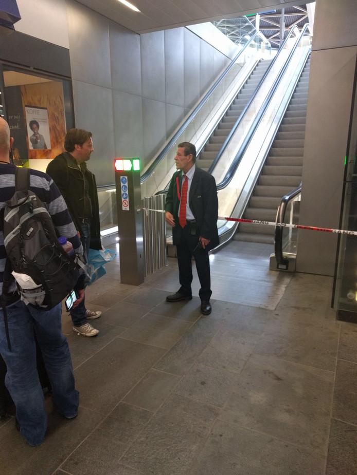 Het station Tilburg is afgezet vanwege de vondst van een pakketje in de trein tussen Breda en Den Bosch.