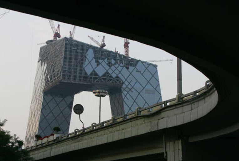 Het tv-gebouw voor de Spelen was op 4 juni nog in aanbouw. (AP) Beeld null