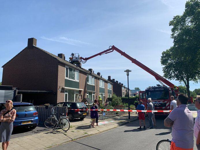 De brandweer heeft zondagochtend een brand geblust in een woning aan de Wilhelminastraat in Druten.