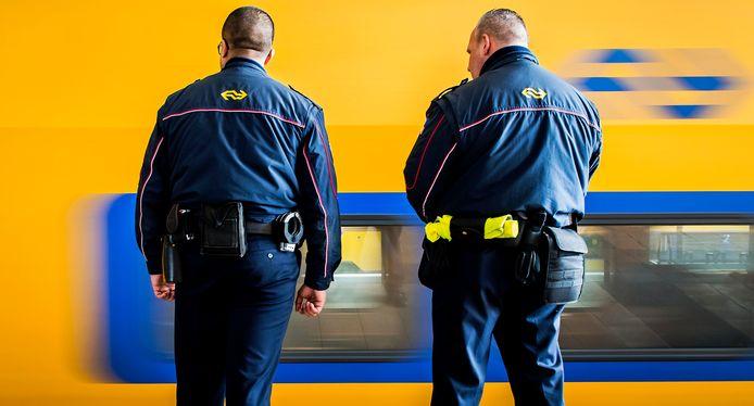 Afbeelding van de Nederlandse spoorwegpolitie ter illustratie.