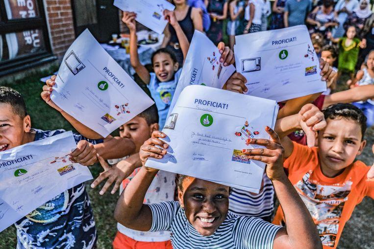 Zo'n 40 kinderen hebben vandaag zomerschool' Zomerbad' afgerond, een organisatie van de gemeente Kuurne en de stad Harelbeke.