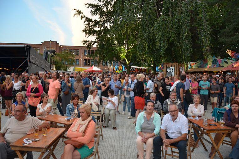 Het publiek vond massaal de weg naar het Josephine Charlottepark, de nieuwe thuishaven van de Fonnefeesten.