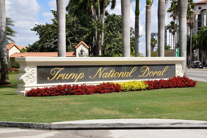 De entree van de Trump National Doral golfclub in Miami.