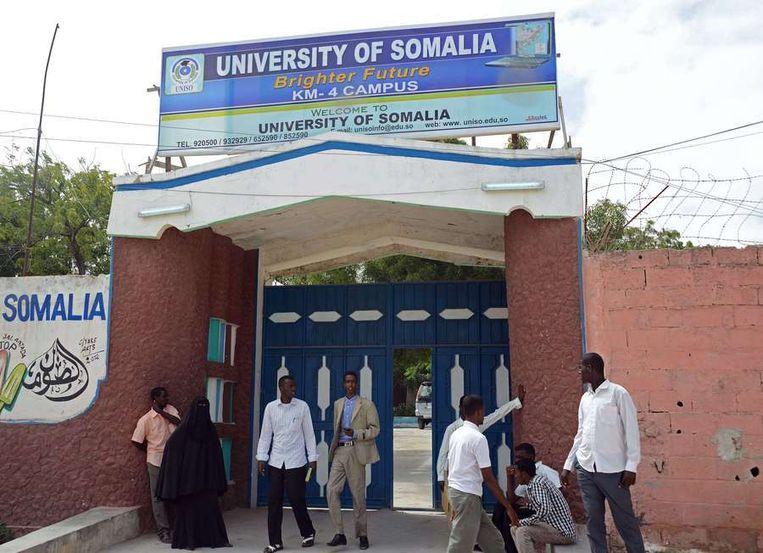 De plaats bij de universiteit van Somalië waar woensdag de aanslag plaatsvond. Beeld afp