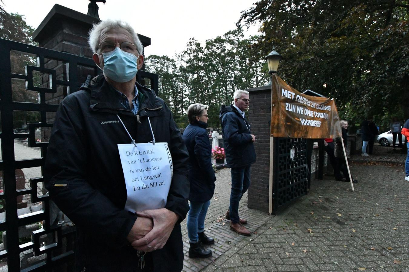 Een respectvol en 'coronaproof' protest maandagavond in Langeveen.