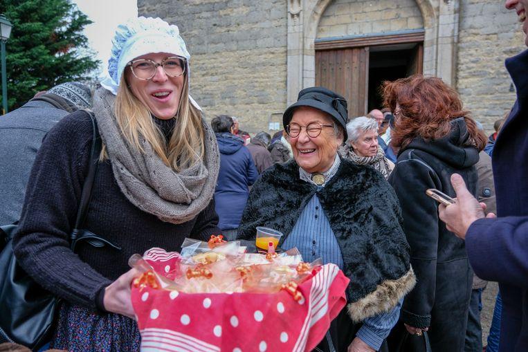 Bewoners kwamen in traditionele klederdracht naar de kerk.