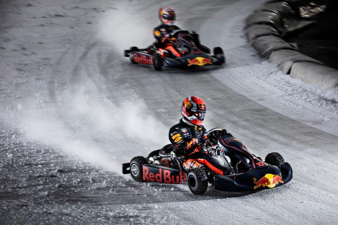 Max Verstappen scheurde maandag met Red Bull-teamgenoot Pierre Gasly over de baan van Flevonice in Biddinghuizen.