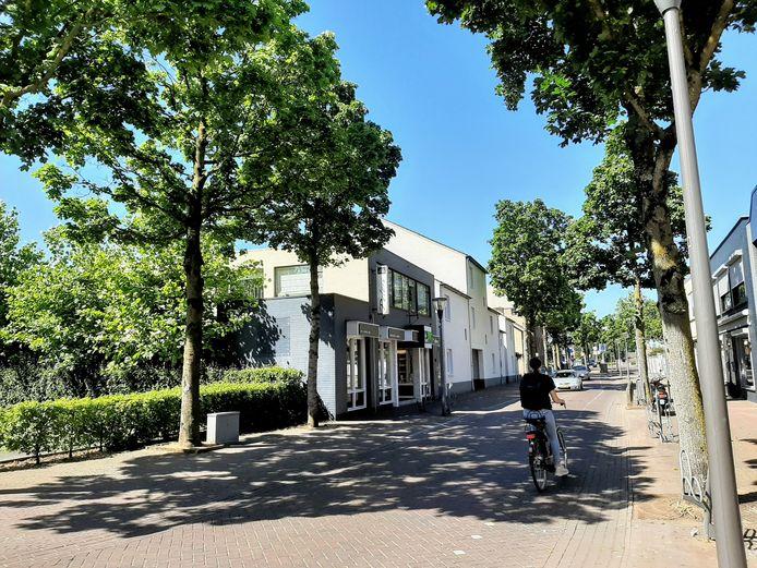 Blik op het pand van Peters in de Molenstraat in Cuijk. Dit gaat tegen de vlakte om plaats te maken voor huurappartementen.