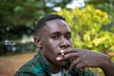 Steven Otieno (17) rookt liefst mentholsigaretten.