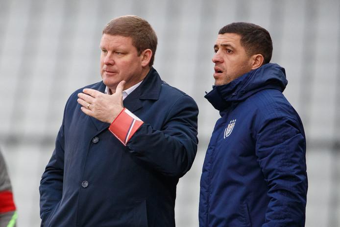 De ontslagen trainer Hein Vanhaezebrouck met zijn assistent Karim Belhocine.