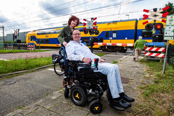 De rolstoel van Hanno Bos viel vorig week stil op een overweg terwijl er een trein naderde.