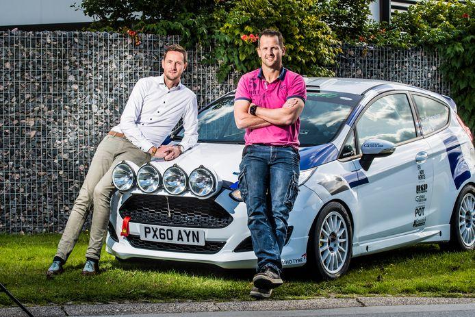 Navigator Raoul Werger en rijder Ingo ten Vregelaar (van linksaf) debuteren in de Hellendoorn Rally.