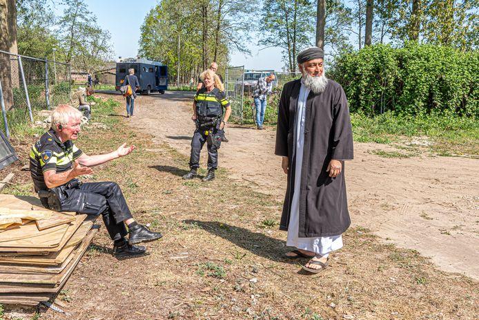 Een Pegida-demonstratie in Zwolle werd in april verboden. Politie en ME stonden alsnog klaar om eventuele solistische demonstranten op te vangen, maar het bleef rustig.