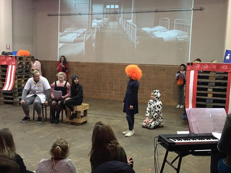 De leerlingen van het eerste jaar van het GO! Technisch Atheneum voerden de musical Annie op in Pand 356.