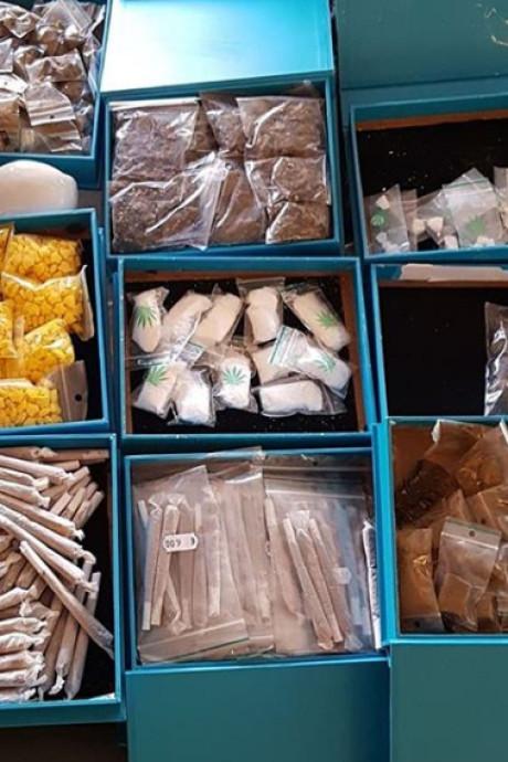Drie mannen aangehouden voor drugshandel vanuit winkelpand in Sas van Gent