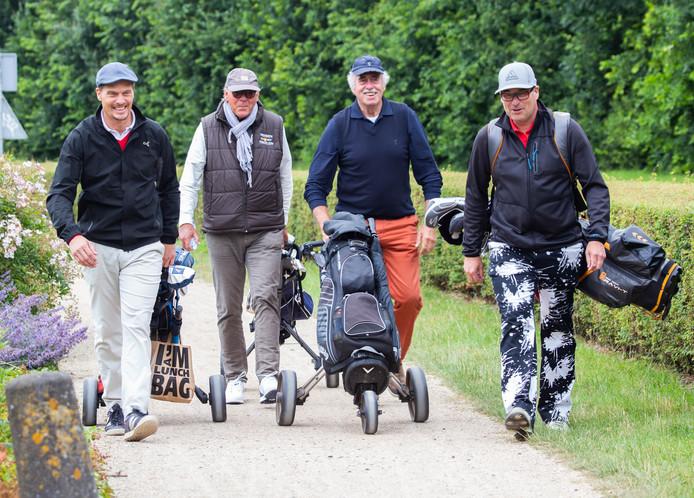 Winston Post (links) is met zijn 'flight' op weg op de Brielse golfbaan om het goede doel te steunen.