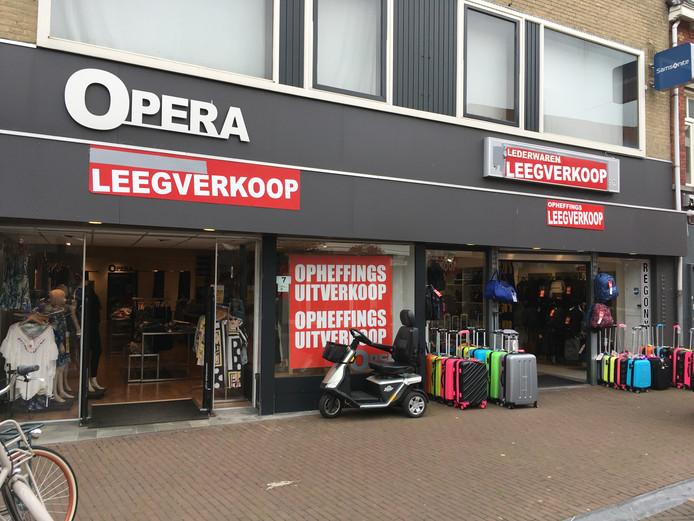 Opera en Regony Lederwaren vertrekken van de Heuvel in Oss