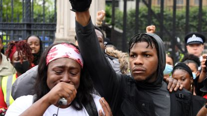 John Boyega houdt emotionele speech tijdens protestmars in Londen