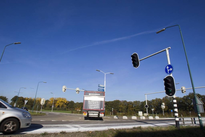 De chauffeur draait ondanks het verbod toch linksaf de Bosscheweg op.
