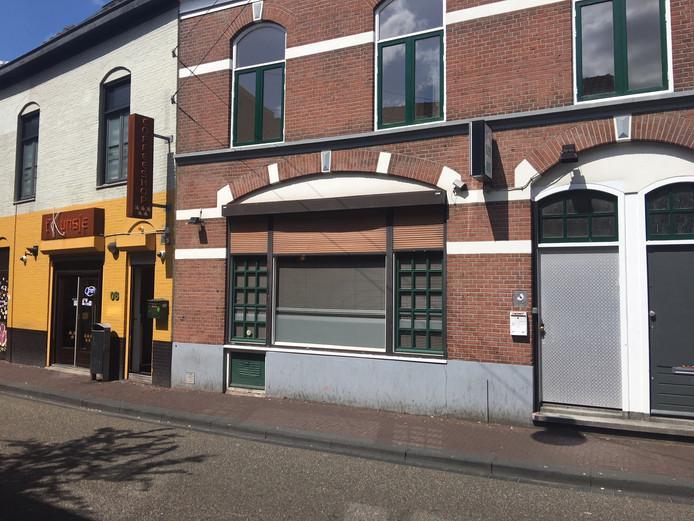Tweede Walstraat 104-106 is aangekocht door de gemenete Nijmegen, zodat koffieshop 't Kunsje (gele pnad links) niet kan uitbreiden.