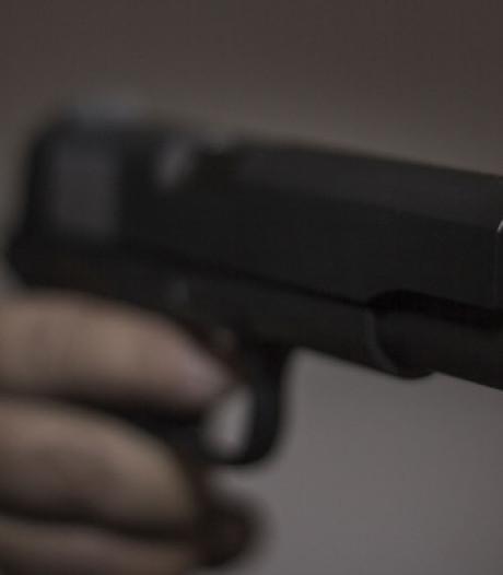 Man zou met vuurwapen vanuit auto bij conflict in Tilburg hebben gedreigd, aangehouden in woning