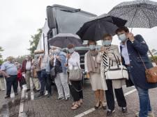 Emotionele buschauffeur Martin van Tubbergs bedrijf mag eindelijk weer rijden: 'Geniet ervan dat u er bent'